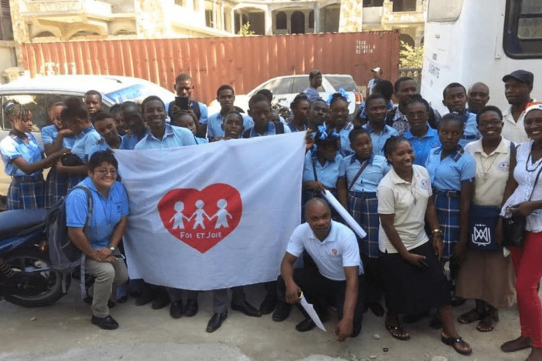 Una escuela de Fe y Alegría en Haití celebra la Navidad con personas en la cárcel